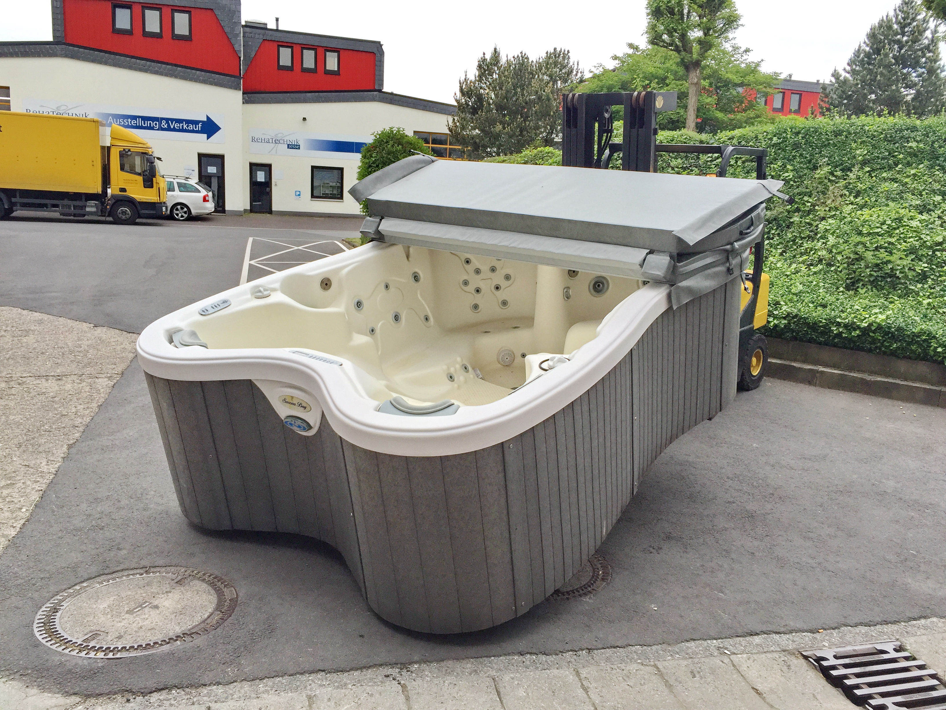 whirlpool schn ppchen gebrauchter au enwhirlpool. Black Bedroom Furniture Sets. Home Design Ideas