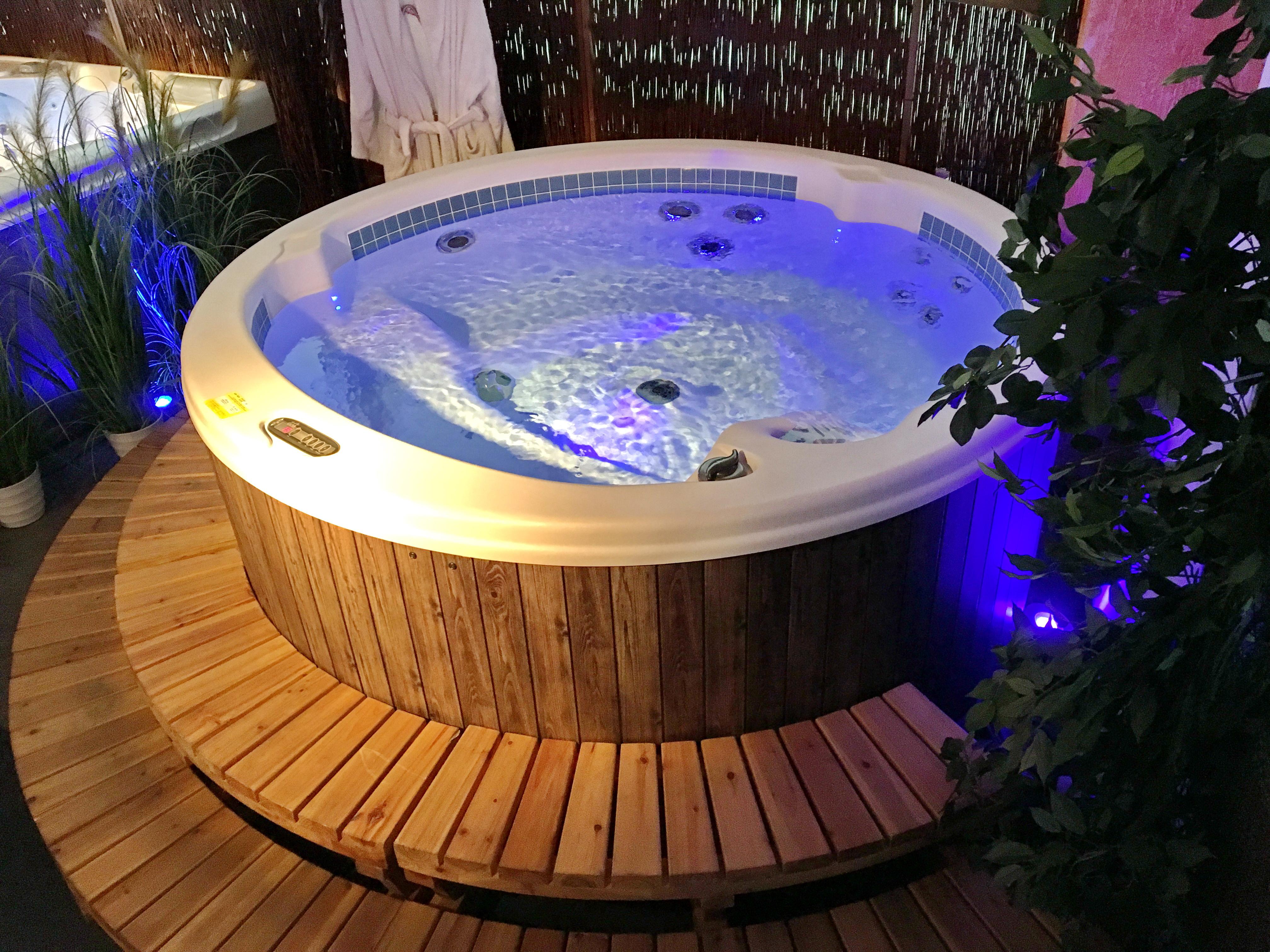 Bevorzugt Whirlpool Schnäppchen - Gebrauchte Außen-Whirlpool und Jacuzzi BT69