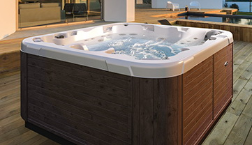 Neuer Aussen-Whirlpool Executive von Dimension One Spa.